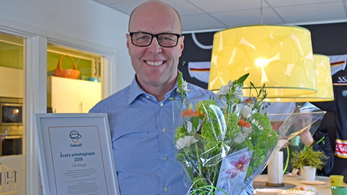 Peter Fahlblom HÖ Allbygg tar emot priset Årets arbetsgivare